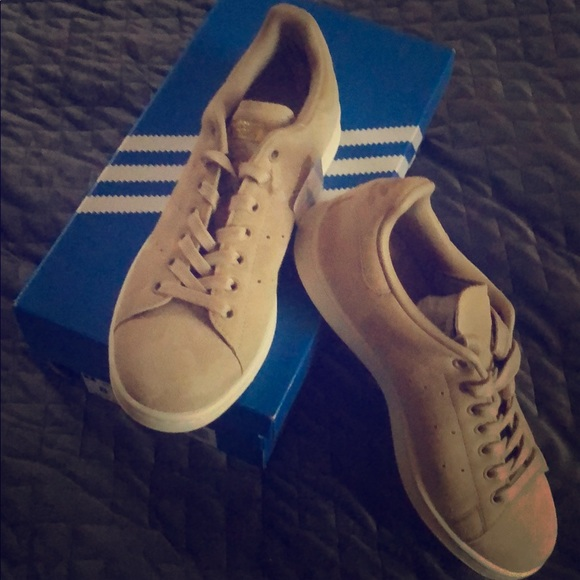 low priced 686ac 9ccf0 Adidas Stan Smith suede shoes NWT